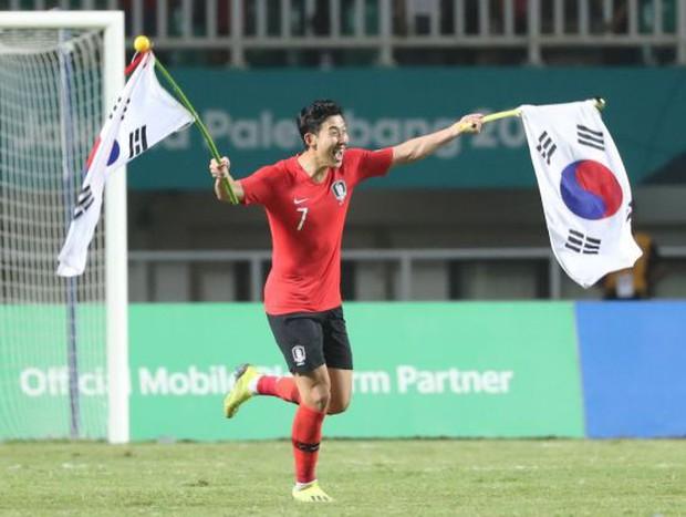 Cận cảnh niềm vui sướng tột độ của Son Heung-min khi không phải đi lính - Ảnh 2.