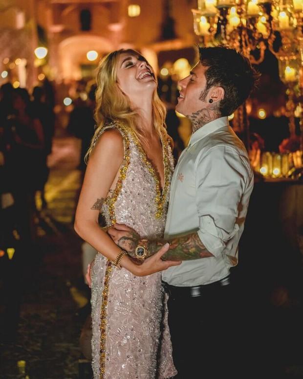 Chiara Ferragni và những khoảnh khắc lãng mạn như công chúa bên cạnh vị hôn phu đêm trước đám cưới cổ tích - Ảnh 1.
