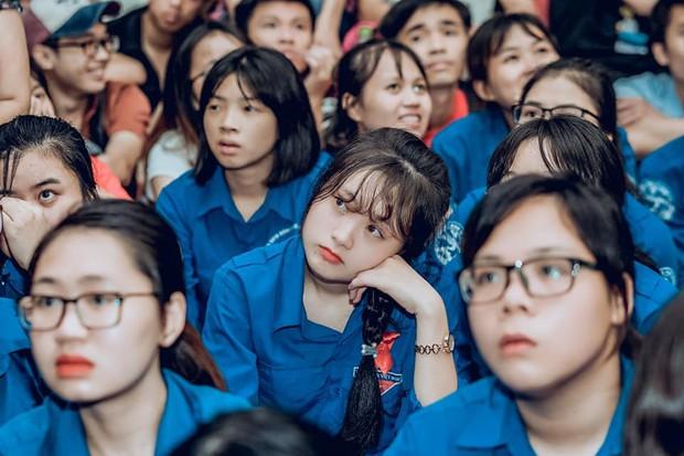 Sự buồn bã thể hiện rõ trên gương mặt các cổ động viên, Olympic Việt Nam đã không gặp may mắn - Ảnh 2.