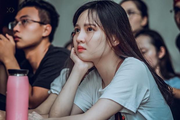 Sự buồn bã thể hiện rõ trên gương mặt các cổ động viên, Olympic Việt Nam đã không gặp may mắn - Ảnh 1.