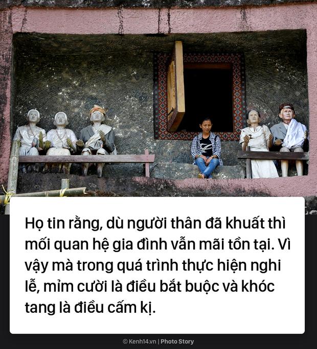 Đào mộ và tắm rửa cho xác chết, đây là cách người Indonesia giúp linh hồn siêu thoát - Ảnh 7.