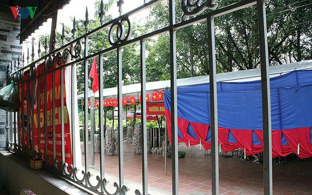 Cả làng kéo đến bắc rạp, mở tiệc tại nhà cầu thủ Quang Hải - Ảnh 6.