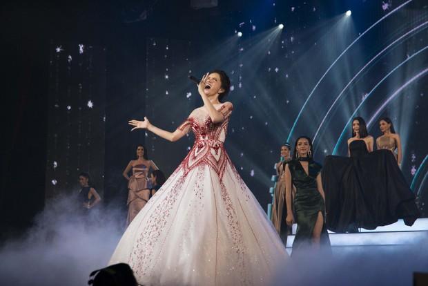 Hoa hậu Hương Giang tự tin thể hiện bản hit Never Enough khó nhằn tại Miss Tiffany Thailand 2018 - Ảnh 4.