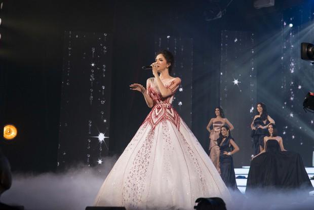 Hoa hậu Hương Giang tự tin thể hiện bản hit Never Enough khó nhằn tại Miss Tiffany Thailand 2018 - Ảnh 5.