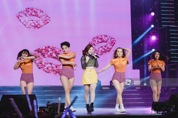 Chùm ảnh đẹp nhất show Hàn-Việt: MOMOLAND khiến khán giả vỡ òa, Thu Minh cùng dàn sao Việt đầy cảm xúc - Ảnh 37.