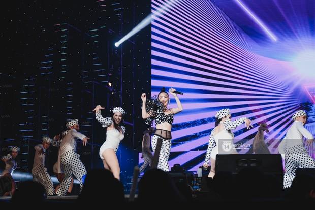 Chùm ảnh đẹp nhất show Hàn-Việt: MOMOLAND khiến khán giả vỡ òa, Thu Minh cùng dàn sao Việt đầy cảm xúc - Ảnh 25.