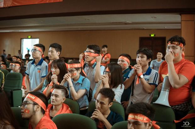 Chùm ảnh: Những giọt nước mắt nghẹn ngào của sinh viên khi Olympic Việt Nam để tuột HCĐ vào tay Olympic UAE - Ảnh 7.