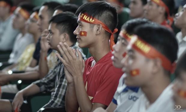 Sự buồn bã thể hiện rõ trên gương mặt các cổ động viên, Olympic Việt Nam đã không gặp may mắn - Ảnh 8.