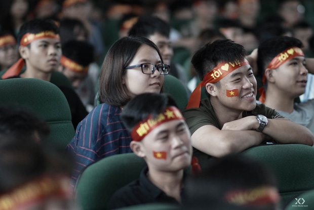 Sự buồn bã thể hiện rõ trên gương mặt các cổ động viên, Olympic Việt Nam đã không gặp may mắn - Ảnh 4.