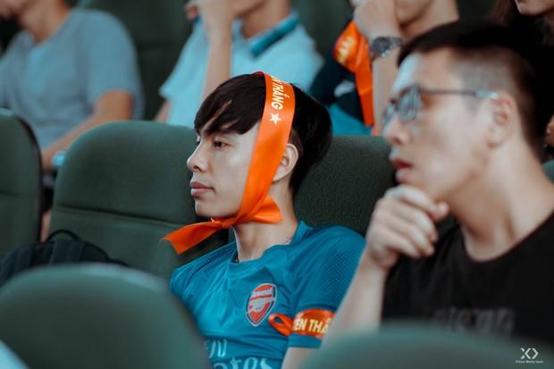 Chùm ảnh: Những giọt nước mắt nghẹn ngào của sinh viên khi Olympic Việt Nam để tuột HCĐ vào tay Olympic UAE - Ảnh 16.