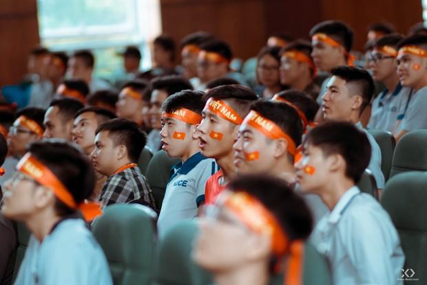 Chùm ảnh: Những giọt nước mắt nghẹn ngào của sinh viên khi Olympic Việt Nam để tuột HCĐ vào tay Olympic UAE - Ảnh 18.