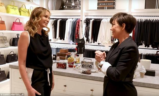 Tủ đồ của mẹ trùm Kris Jenner chẳng kém Kendall - Kylie hay Kim: riêng Hermes Birkin có 22 chiếc, áo quần chất đống đủ để mở store - Ảnh 1.