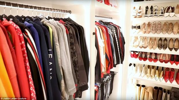 Tủ đồ của mẹ trùm Kris Jenner chẳng kém Kendall - Kylie hay Kim: riêng Hermes Birkin có 22 chiếc, áo quần chất đống đủ để mở store - Ảnh 6.
