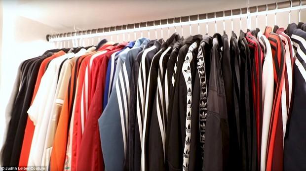 Tủ đồ của mẹ trùm Kris Jenner chẳng kém Kendall - Kylie hay Kim: riêng Hermes Birkin có 22 chiếc, áo quần chất đống đủ để mở store - Ảnh 5.