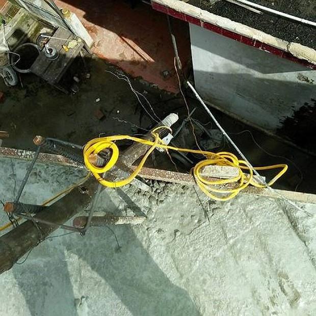 Bị điện giật tử vong khi đang đổ bê tông trên mái nhà - Ảnh 1.