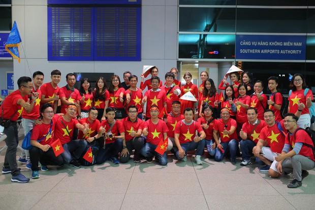 Hơn 300 CĐV bay sớm sang Indonesia tiếp lửa cho Olympic Việt Nam tranh HCĐ - Ảnh 3.