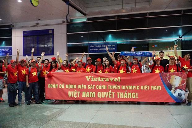 Hơn 300 CĐV bay sớm sang Indonesia tiếp lửa cho Olympic Việt Nam tranh HCĐ - Ảnh 8.
