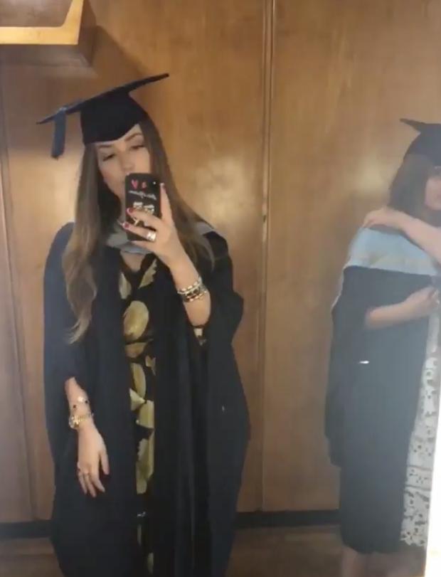 Ái nữ hội con nhà giàu Việt - Tiên Nguyễn cùng bạn gái của em trai tốt nghiệp ĐH ở Anh - Ảnh 3.