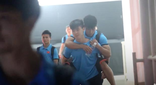 Cầu thủ Olympic Việt đồng loạt xin lỗi sau giải đấu cuối cùng ở cấp độ U23, fan xúc động hỏi: Có gì mà phải xin lỗi? - Ảnh 3.