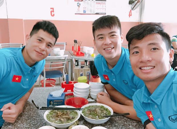 Cầu thủ Olympic Việt đồng loạt xin lỗi sau giải đấu cuối cùng ở cấp độ U23, fan xúc động hỏi: Có gì mà phải xin lỗi? - Ảnh 6.