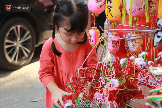 Phố Hàng Mã rục rịch mùa Trung thu: Hàng Trung Quốc vắng bóng, lồng đèn truyền thống lên ngôi - Ảnh 12.