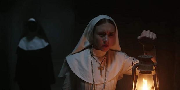 """Mải hù doạ mua vui, """"chị Lắc"""" của """"The Nun"""" dính 7 hạt sạn khó đỡ - Ảnh 3."""