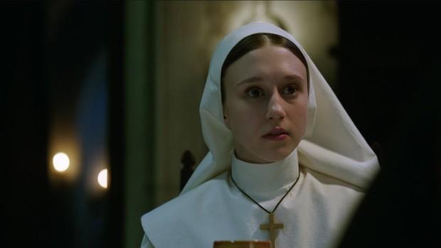 """Mải hù doạ mua vui, """"chị Lắc"""" của """"The Nun"""" dính 7 hạt sạn khó đỡ - Ảnh 4."""