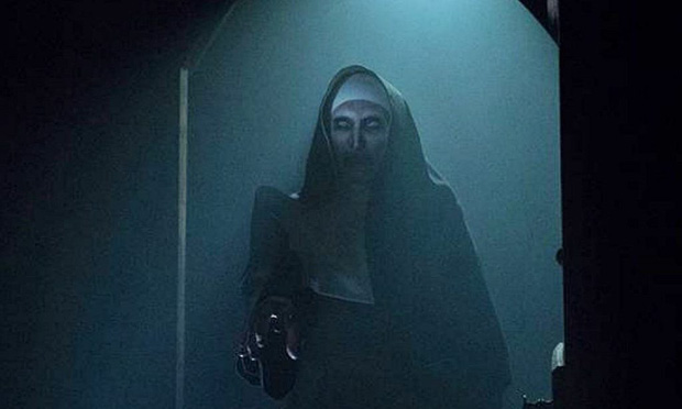 """Mải hù doạ mua vui, """"chị Lắc"""" của """"The Nun"""" dính 7 hạt sạn khó đỡ - Ảnh 6."""