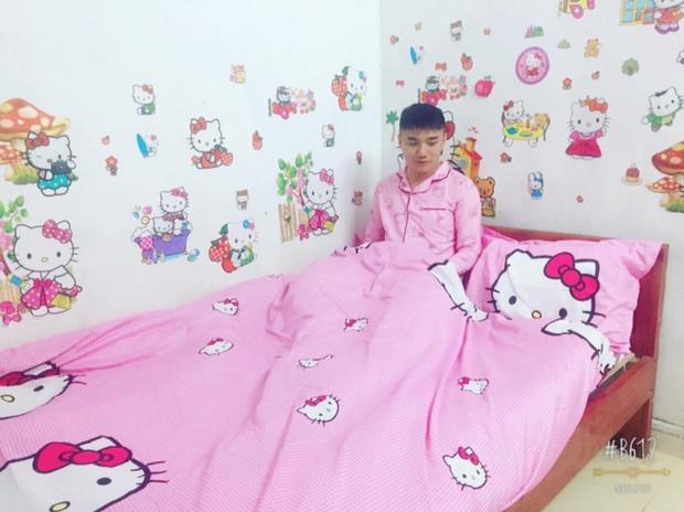 Hội những chàng trai nam tính yêu màu hồng: Chạy khắp Hà Nội mua hình Hello Kitty về dán kín ký túc xá - Ảnh 6.