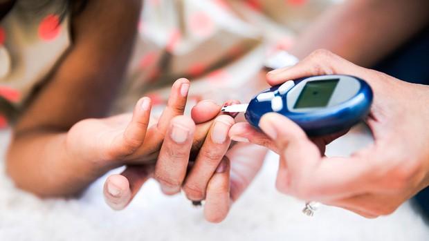 Da ngón tay nhăn nheo cũng có thể cảnh báo một loạt vấn đề sức khỏe tiềm ẩn - Ảnh 4.