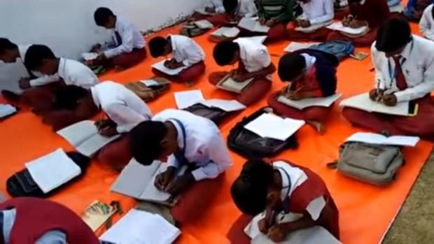 Kỳ lạ ngôi trường có tới 300 học sinh viết được cùng 1 lúc 2 tay tại Ấn Độ - Ảnh 6.