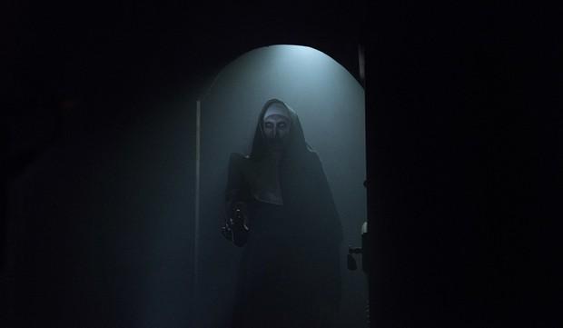 Valak Phiêu Lưu Ký và mối thù truyền kiếp với hai chị em trừ ma diệt quỷ - Ảnh 1.