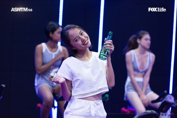 Khóc lóc, ngất xỉu, chơi nổi giữa thử thách, ai bảo Rima Thanh Vy nhạt nhòa tại Next Top châu Á? - Ảnh 1.