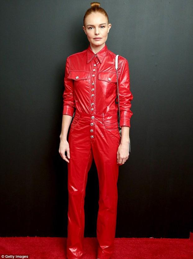 """Ăn vận chỉn chu nhưng Ngô Cẩn Ngôn cũng chẳng thể tỏa sáng tại Tuần lễ thời trang vì điểm khí chất """"âm vô cùng"""" - Ảnh 8."""