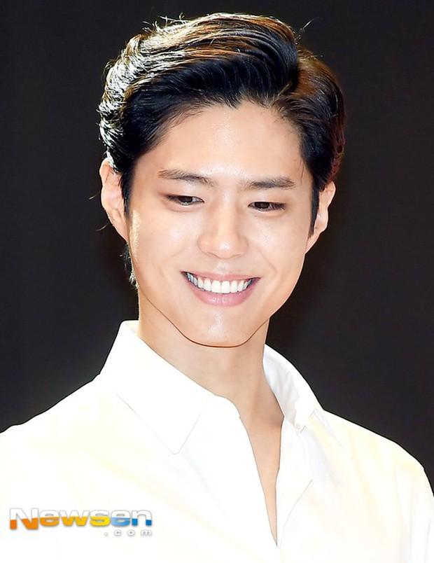 Park Bo Gum vớt lại 10 phần dung nhan nhờ... cắt tóc - Ảnh 3.