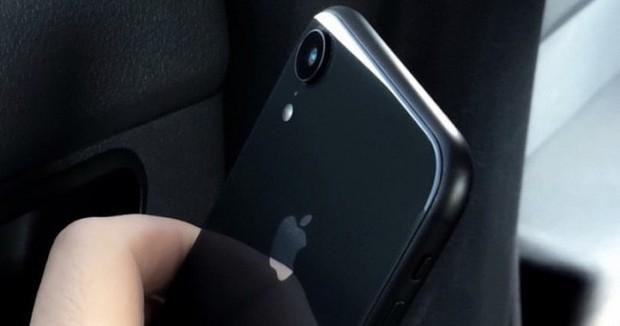 iPhone Xs lộ ảnh trên tay trước giờ G, hóa ra hình nền mới là để che tai thỏ - Ảnh 3.