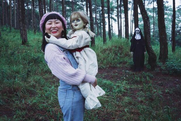 Bộ ảnh: Trên con xe tay ga, cô gái đưa Valak và Annabelle đi trốn nơi xa - Ảnh 12.