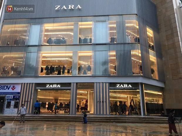 Người phụ nữ giận dữ khi bị kiểm tra túi xách vì cửa từ kêu, đại diện Zara Hà Nội lên tiếng - Ảnh 3.