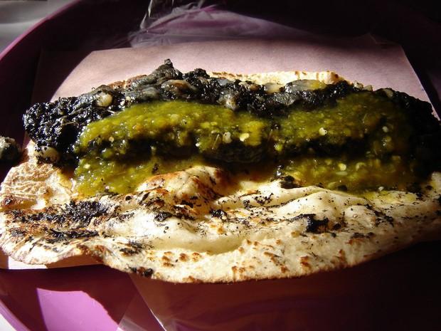 Ẩm thực lạ bốn phương: Đặc sản ngô mốc đen xì của người Mexico - Ảnh 6.