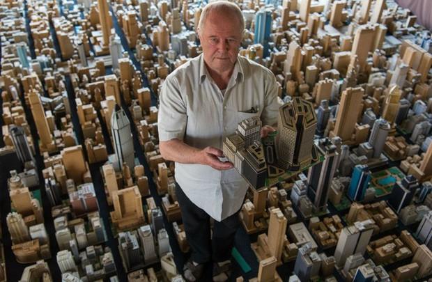 Choáng ngợp với mô hình thành phố mini siêu chi tiết được tạo nên bởi cụ ông 78 tuổi trong suốt hơn 65 năm - Ảnh 1.