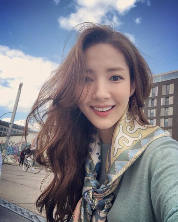 """Nếu bí ý tưởng F5 cho mái tóc mùa thu này, các nàng hãy ngắm qua 4 kiểu tóc """"ruột"""" của các mỹ nhân Hàn xem sao - Ảnh 9."""
