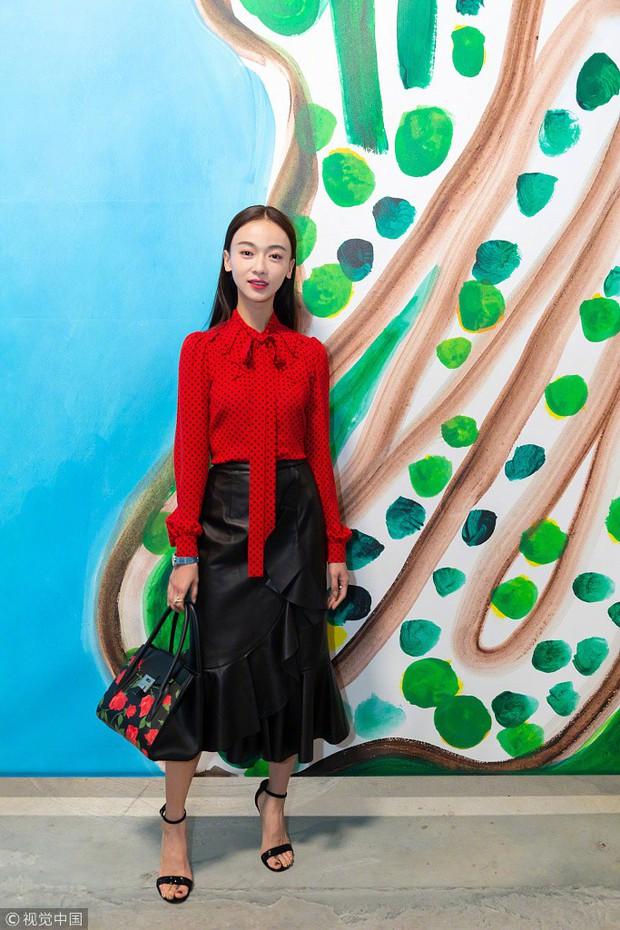Phong cách của Dương Mịch và Lisa (Black Pink) khiến fan đã mắt bao nhiêu thì trông Ngô Cẩn Ngôn lại lép vế bấy nhiêu - Ảnh 6.