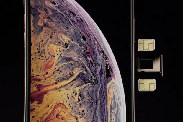 Vì sao người Việt có muốn cũng chẳng dùng được 2 SIM trên iPhone Xs dù có 2 chỗ lắp? - Ảnh 1.