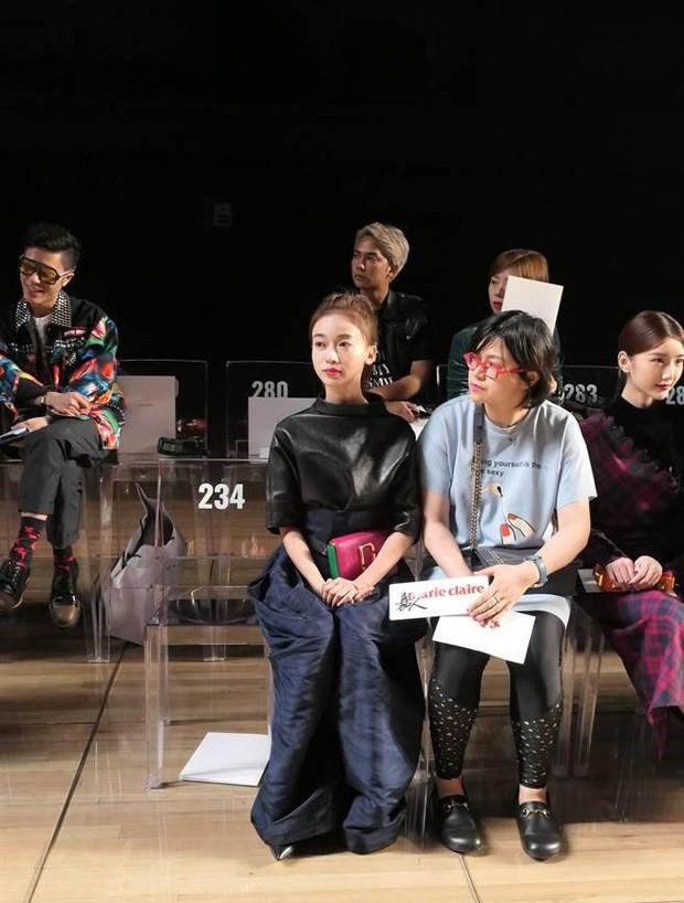 """Ngô Cẩn Ngôn tại New York Fashion Week: Là thiếu khí chất đến mờ nhạt hay """"thiên nga đen"""" sang chảnh? - Ảnh 9."""