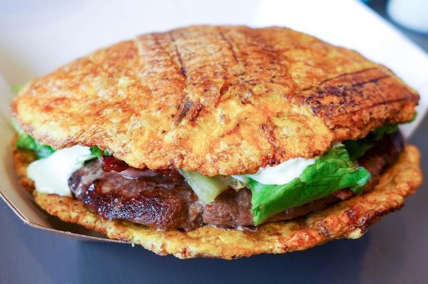 Đố bạn nhận ra sự khác lạ của chiếc bánh hamburger mới toanh tại Mỹ này - Ảnh 1.