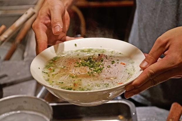 Quán bún ở Phú Quốc mà thực khách phải tự trả tiền tự phục vụ, vậy mà ai đến đây cũng phải ghé ăn bằng được - Ảnh 2.