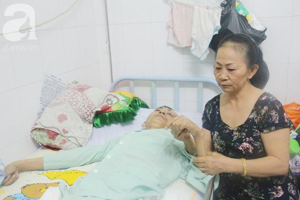 Xin cơm từ thiện suốt 2 năm, người mẹ nuôi con trai tật nguyền chỉ ước có một bữa no rồi chết cùng con - Ảnh 2.
