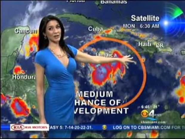 Có thể bạn chưa biết: Mỗi khi thời tiết chuyển biến xấu, dàn weather girl xinh đẹp sẽ được thay thế bởi các nhà khí tượng học - Ảnh 4.