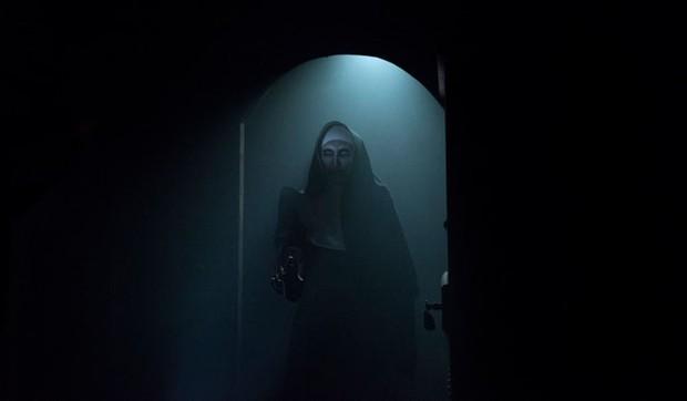 17 bài học cuộc sống hữu ích khi xem phim kinh dị The Nun - Ảnh 8.
