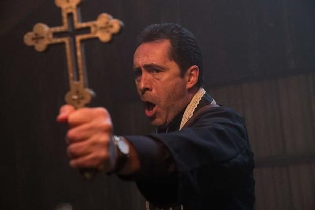 17 bài học cuộc sống hữu ích khi xem phim kinh dị The Nun - Ảnh 11.